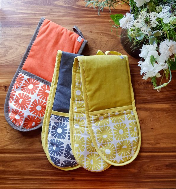 Skinny laMinx Oven Glove group